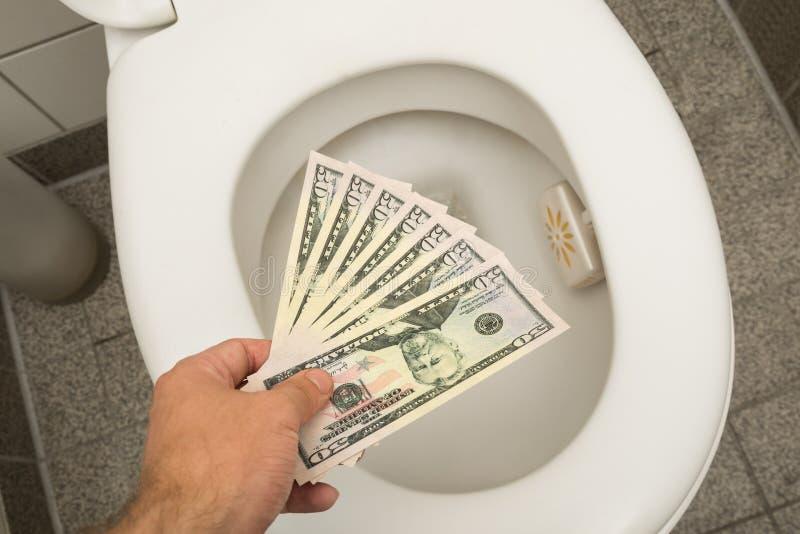 Marnowanie pieniądze pojęcie zdjęcia royalty free