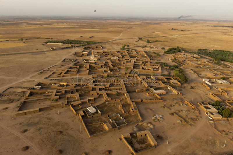 Maroc解决在马拉喀什鸟瞰图附近的沙漠 免版税库存照片
