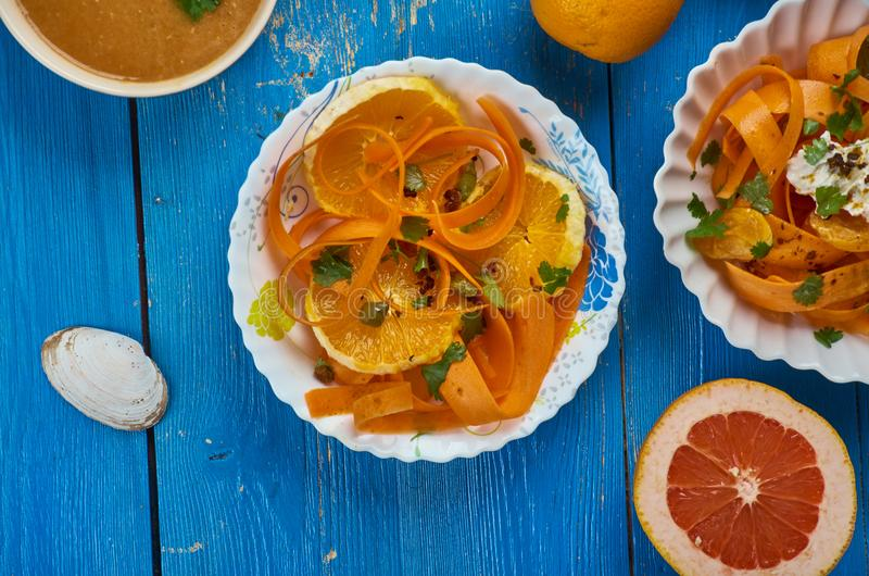 Marockansk morotsallad med apelsiner royaltyfri bild