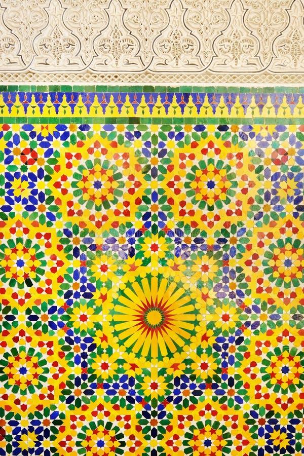 Marockansk mosaiktegelplatta, keramisk garnering av den Hassan II moskén, Casablanca, Marocko royaltyfri illustrationer