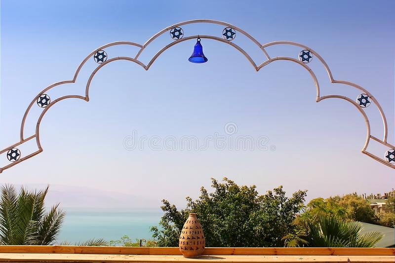 Marockansk restaurang på kusterna av det döda havet, strand Biankini, Israel royaltyfria foton