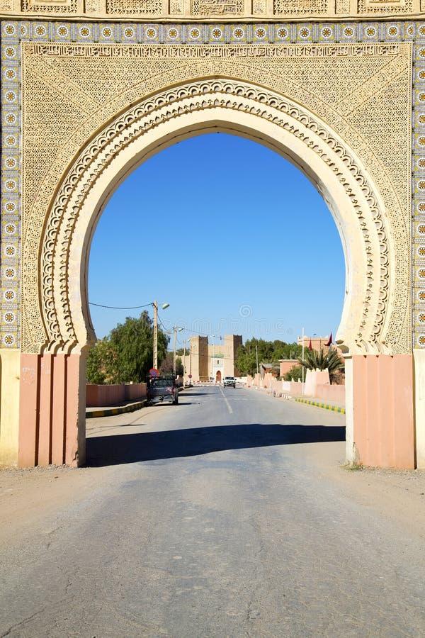 Marocko båge i africa gammal konstruktionsgata royaltyfri fotografi