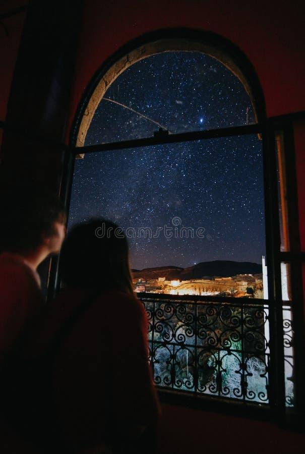 Marokański nightsky od Hotelowego okno zdjęcia stock
