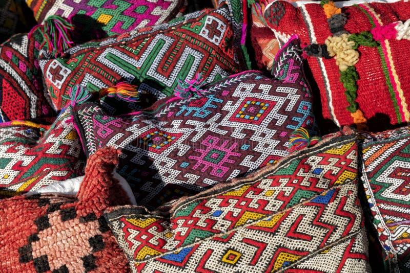 Marokańskie poduszki o tradycyjnym wyglądzie Berberów zdjęcia royalty free