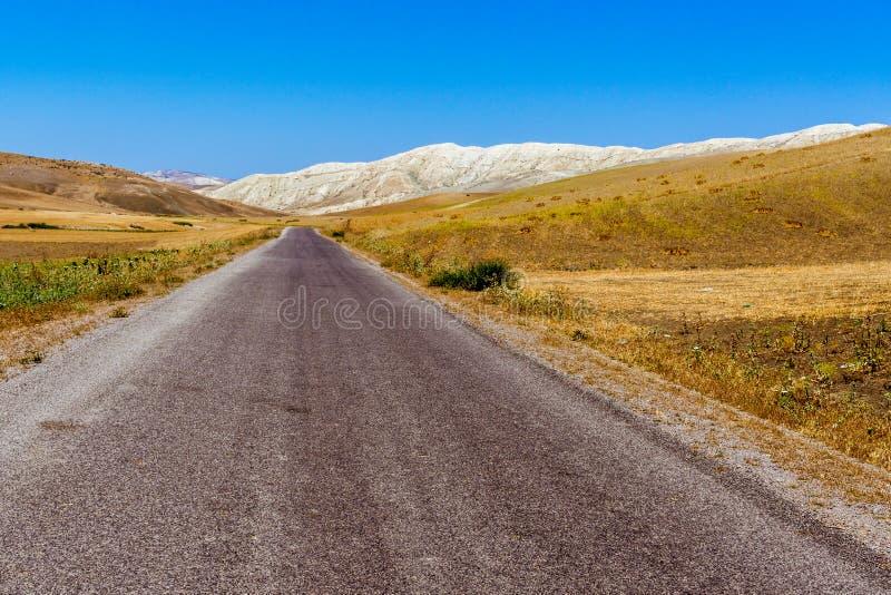 Marokkaanse asfaltweg royalty-vrije stock afbeelding