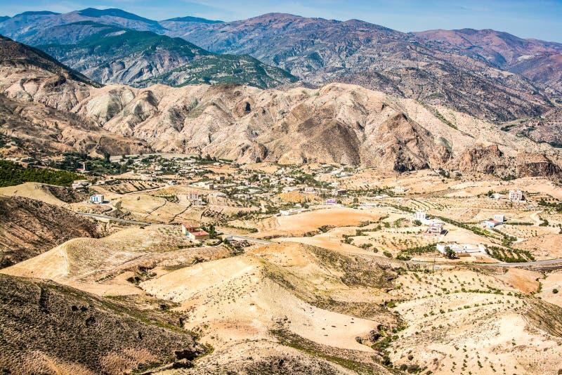 Marokkaanse bergen tussen steden Taza en Al Hoceima op het noorden van Marokko stock afbeelding