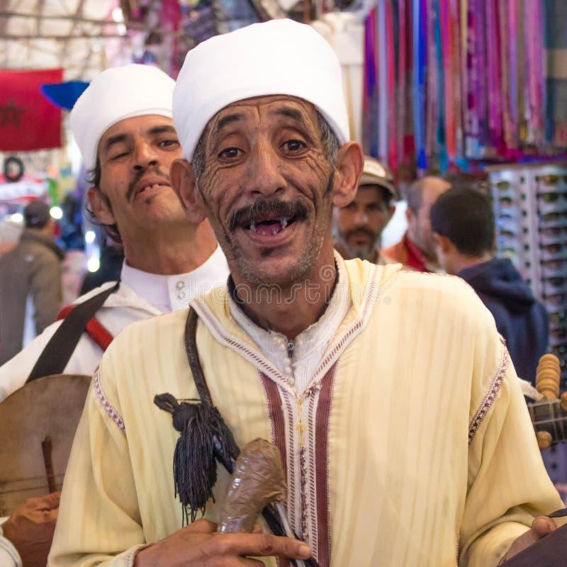 Marokkaanse musicus bij de markt van Agadir stock afbeelding