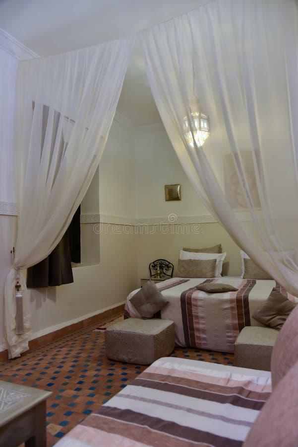 Marokkaanse slaapkamer stock foto. Afbeelding bestaande uit stijl ...