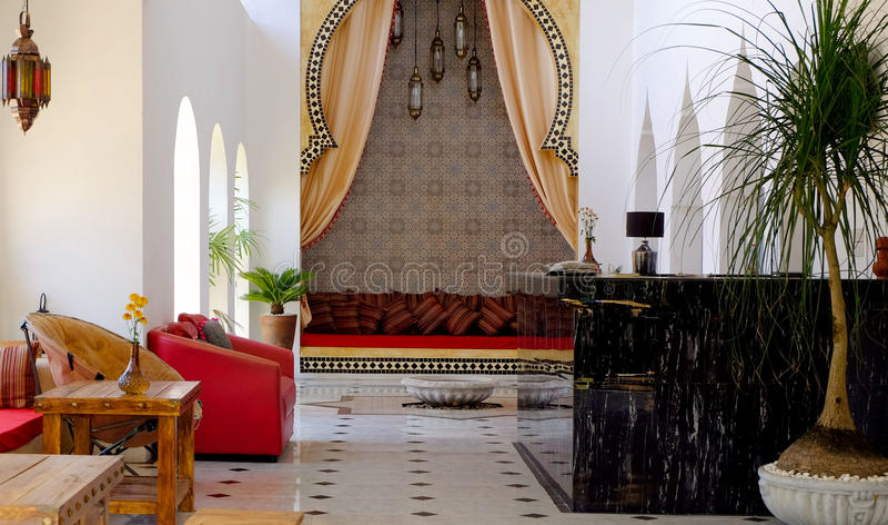 https://thumbs.dreamstime.com/b/marokkaanse-stijlwoonkamer-92528565.jpg