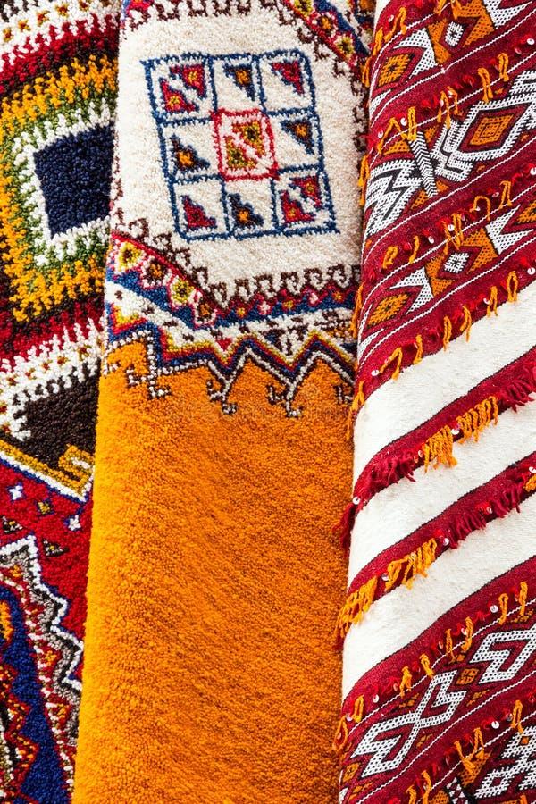 Marokkaanse tapijten op markt, Marokko, Casablanca stock afbeeldingen