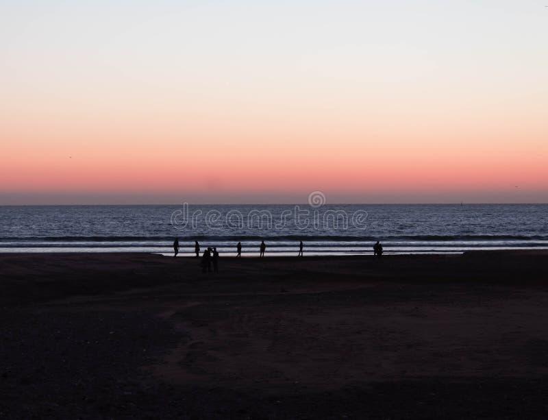 Marokkaanse zonsondergang door het overzees stock foto