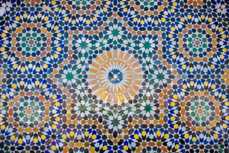 marokkanisch farbenfroh blaues, grünes und gelbes Mosaik als Textur, Hintergrund lizenzfreie stockbilder