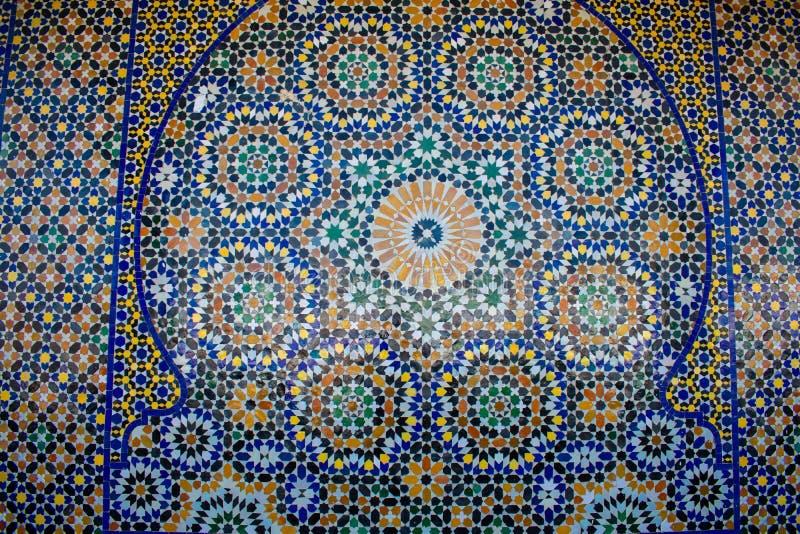 marokkanisch farbenfroh blaues, grünes und gelbes Mosaik als Textur, Hintergrund lizenzfreie stockfotos