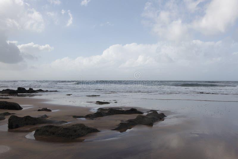 Marokkanische Küste in Dar Bouazza lizenzfreie stockbilder