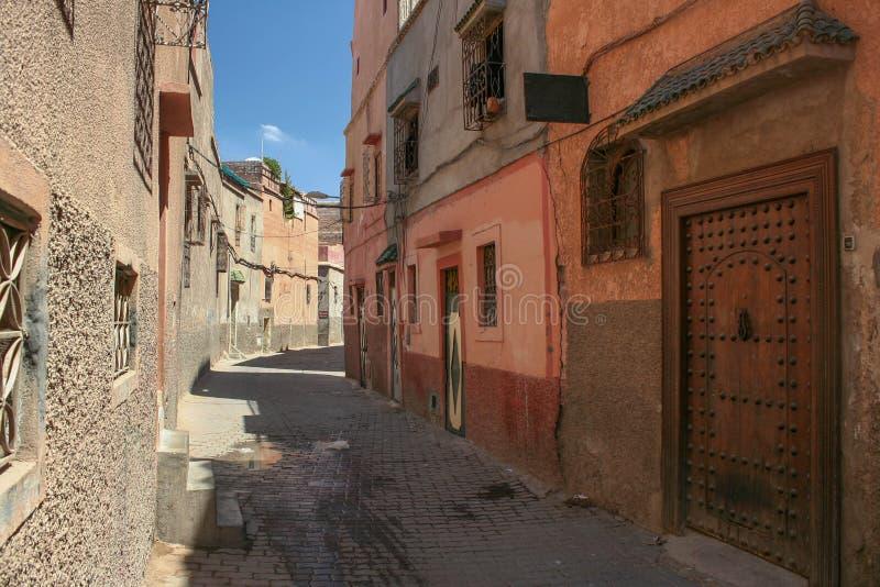 Marokkanische Wohnstraße lizenzfreie stockfotografie