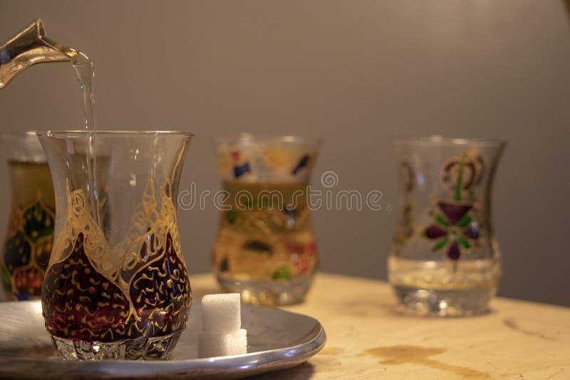 Marokkanischer Tee nach einem Geschäftstreffen lizenzfreies stockbild