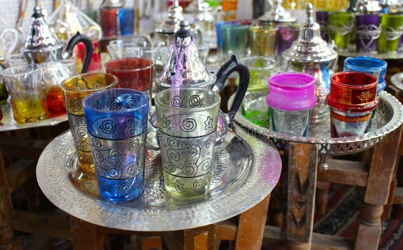 Marokkanischer traditioneller Tee - Schalen, Marrakesch stockfotografie