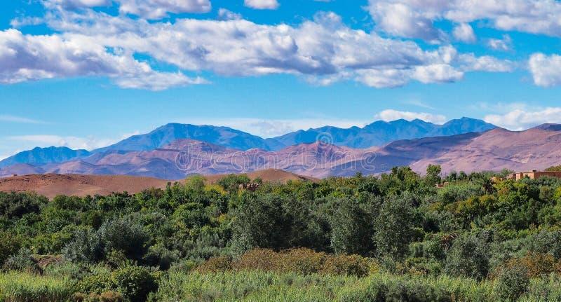 Marokko, Hoog Atlaslandschap Vallei op de weg aan Ouarzazate royalty-vrije stock fotografie