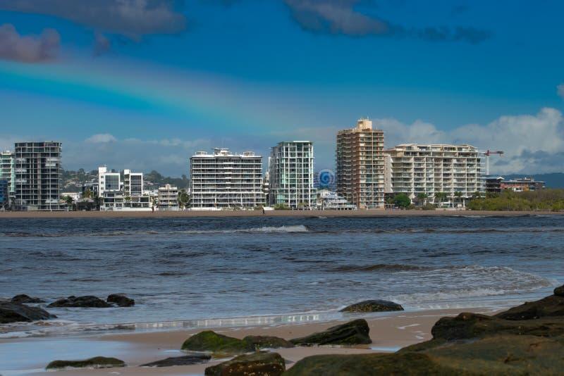 Maroochydore från den norr kuststranden, Queensland, Australien arkivfoton