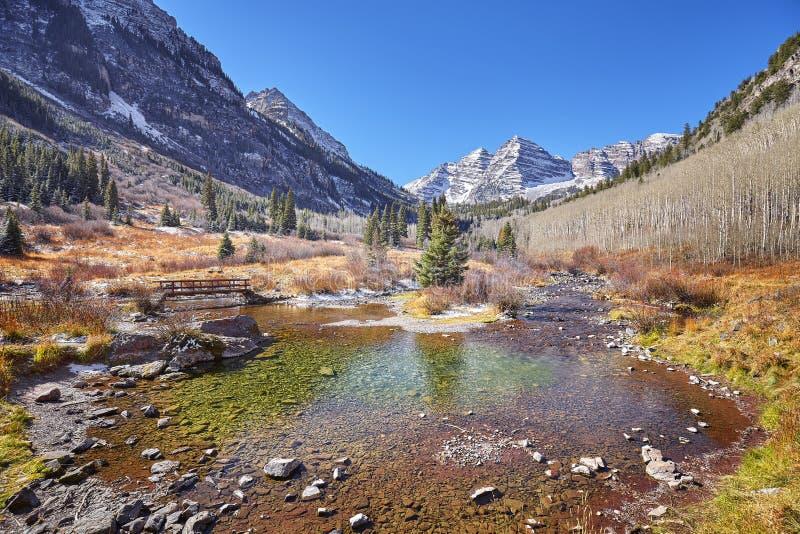 Maroon ландшафт осени горы колоколов, Колорадо, США стоковые изображения rf