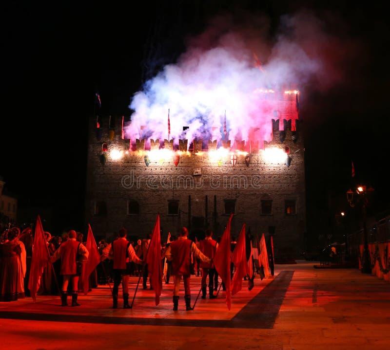 Marostica VI, Italien - September 9, 2016: fyrverkeri med royaltyfri fotografi