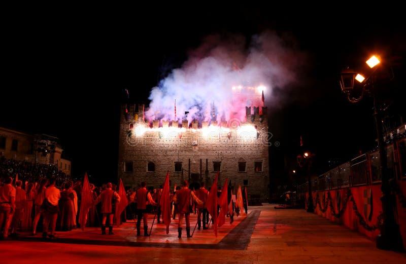 Marostica VI, Italien - September 9, 2016: fyrverkerishow med pe arkivfoton