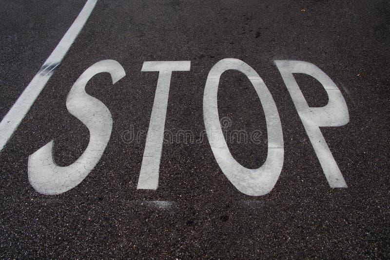 Marquage routier : ARRÊT image libre de droits