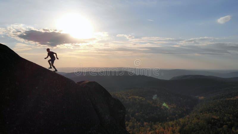 Marquage sur l'arête au coucher du soleil photo stock