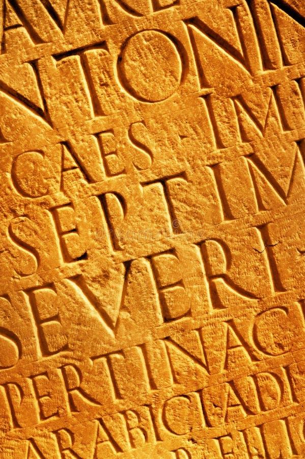 marque avec des lettres la texture romaine photographie stock