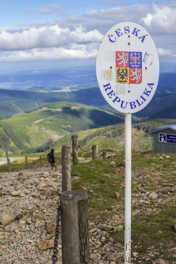 Marque a beira entre o Polônia e República Checa imagens de stock