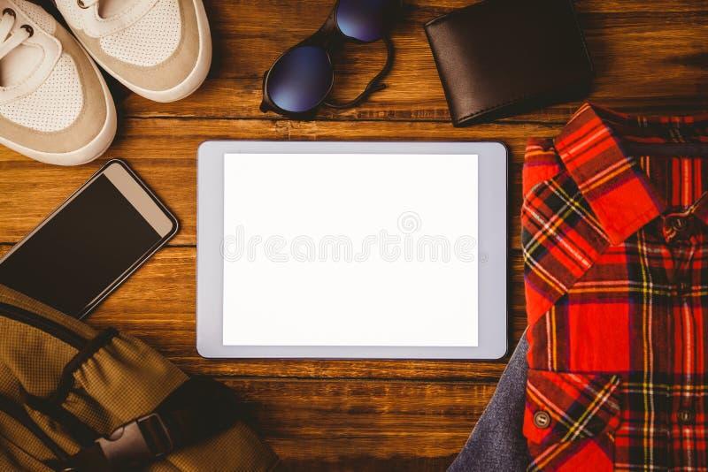 Marque a carteira e o saco do smartphone das sapatas de brim da camisa foto de stock