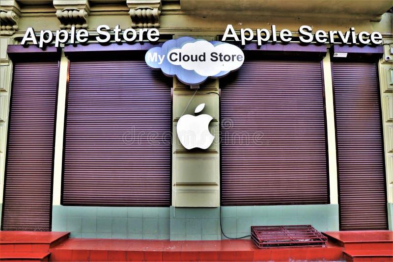 Marque et logo d'Apple Dans un magasin d'Apple image libre de droits