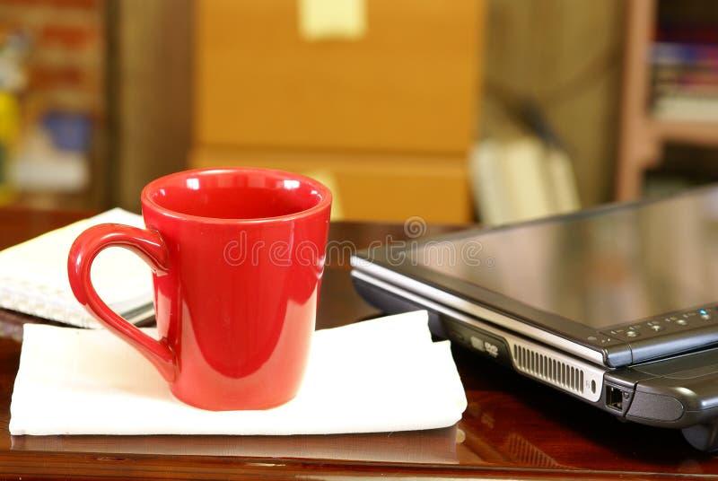 Marque o PC e o café imagem de stock