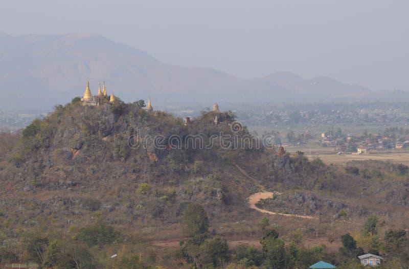 Marqueterie de pagoda de Shwe Indein images libres de droits