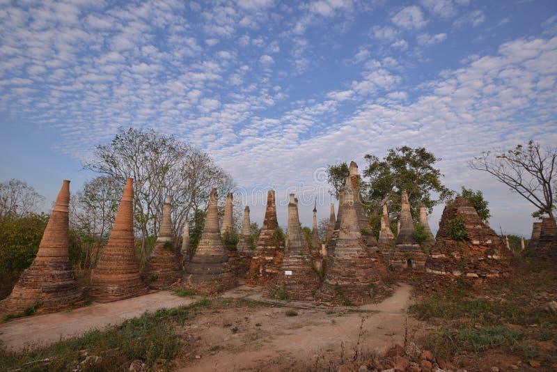 Marqueterie de pagoda de Shwe Indein image libre de droits
