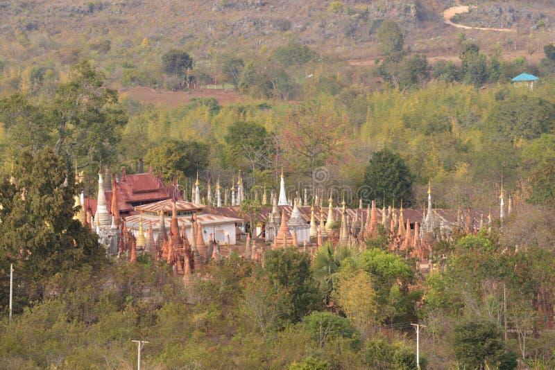 Marqueterie de pagoda de Shwe Indein images stock