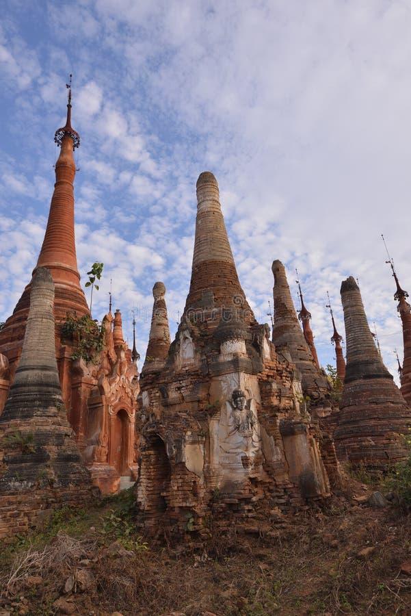 Marqueterie de pagoda de Shwe Indein photographie stock libre de droits