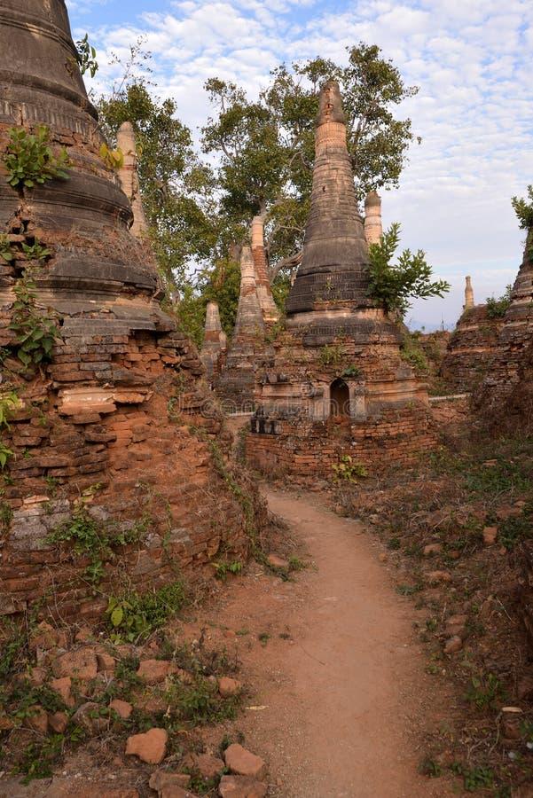 Marqueterie de pagoda de Shwe Indein photographie stock