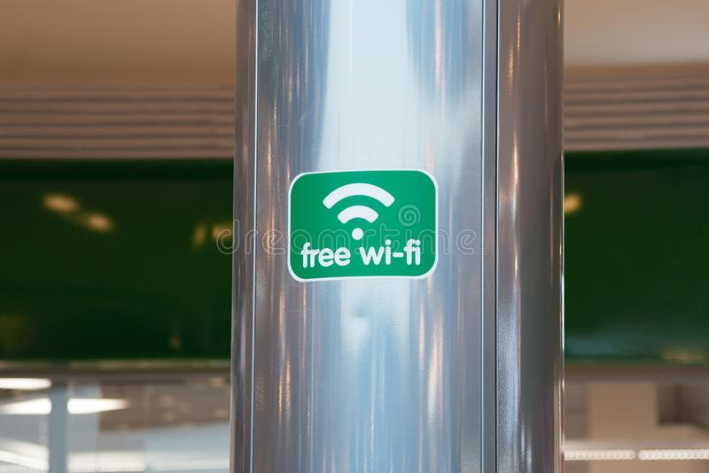 Marqueur gratuit de zone de wifi du plat vert dans le plan rapproché de mail photos libres de droits