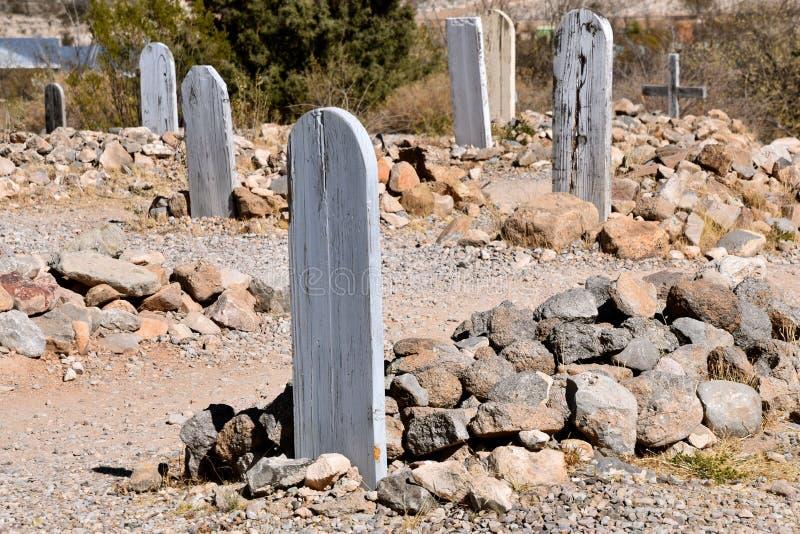 Marqueurs et tombes couverts de roches au boothill images libres de droits