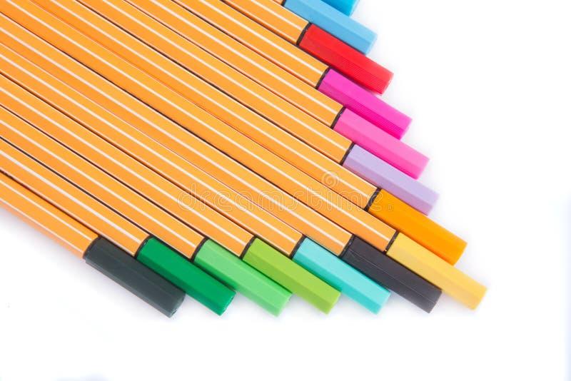 marqueurs multicolores d'isolement sur le blanc images stock