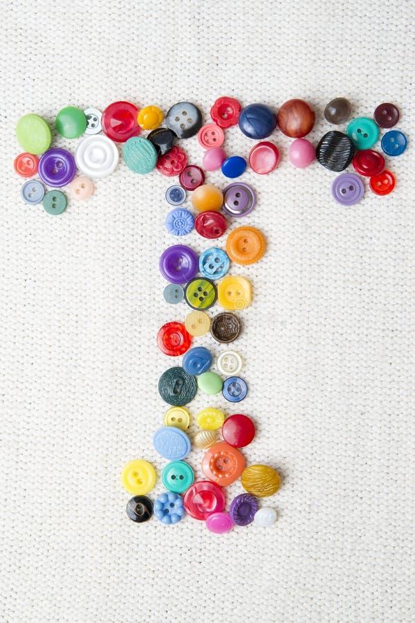 Marquez avec des lettres T de l'alphabet des boutons de diverses formes et couleurs photographie stock