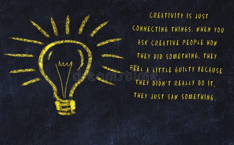 Marquez le dessin à la craie de l'ampoule et de l'inscription au sujet de l'art et de la créativité illustration stock