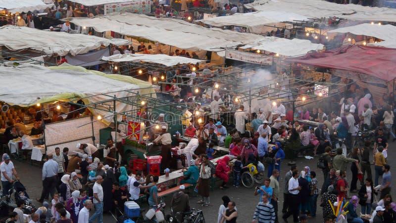 Marrakech, Marokko - April twintigste van 2014: Belangrijkst standpunt van het vierkant van Djemaa Gr Fna, een plaats die door Un stock fotografie