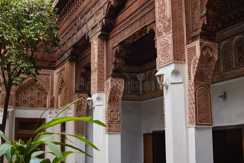 MARRAKESH, MAROCCO 3 marzo 2016: Il EL Bahia Palace è visitato dai turisti da tutto il mondo È un esempio dell'architettura orien fotografia stock libera da diritti