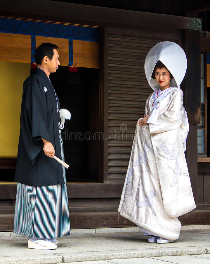 Free Married Couple Looks At Each Other With Love Before A Traditional Japan Wedding Stock Image - 72613111