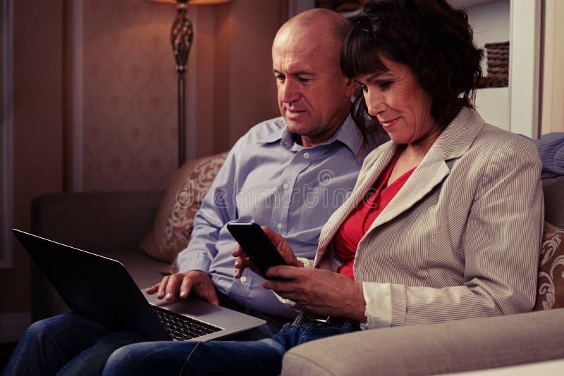 Marrieds cieszy się wydatki wolnego czas obraz stock