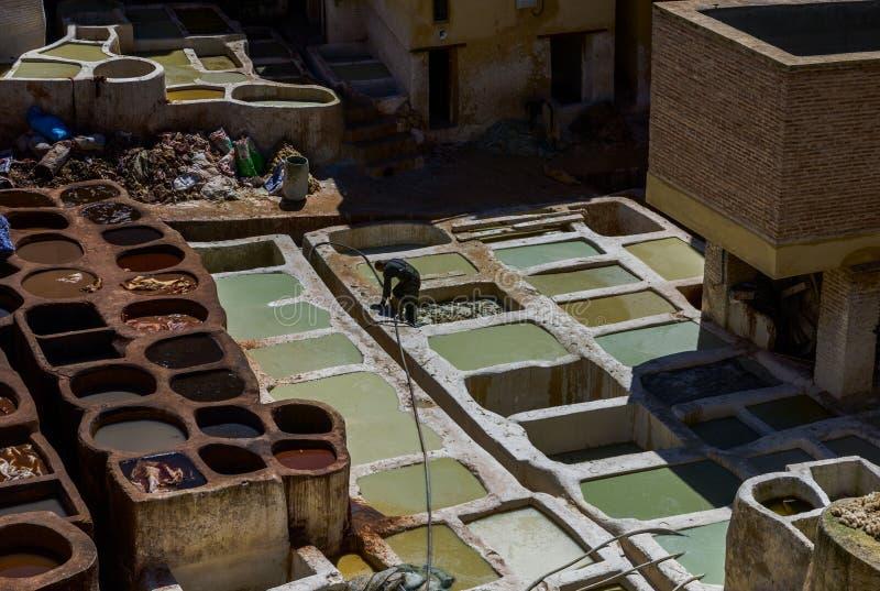 Marrocos, África, fez, dyehouses de couro da cidade do fez imagem de stock