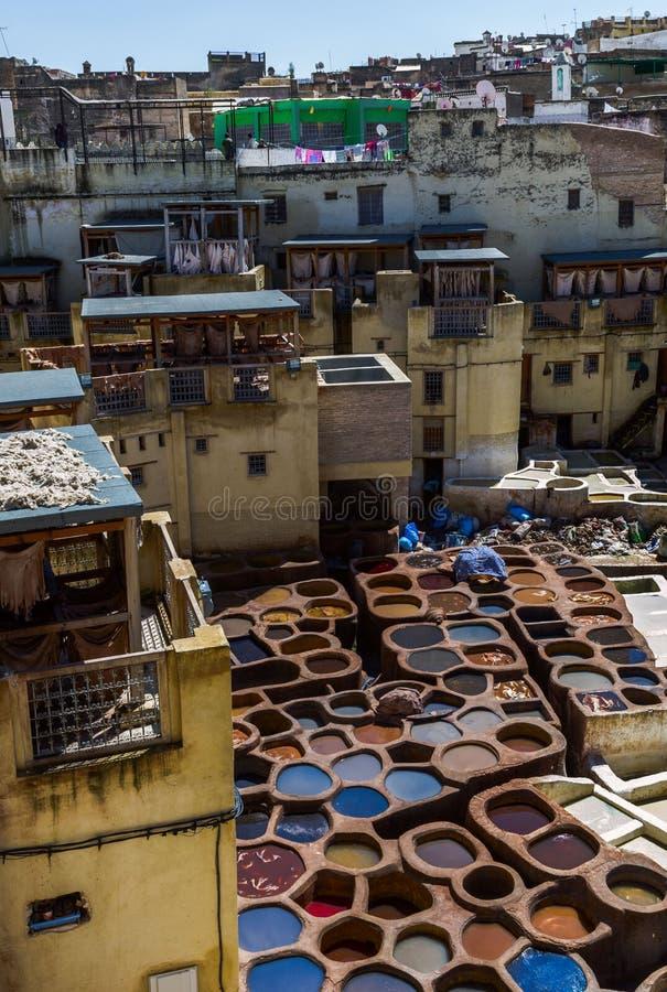 Marrocos, África, fez, dyehouses de couro da cidade do fez, imagem de stock royalty free