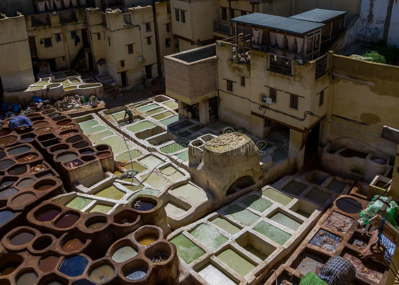Marrocos, África, fez, dyehouses de couro da cidade do fez fotos de stock royalty free